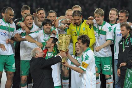 30. Mai 2009: Ein Tag, den ich nie vergessen werde! 1:0-Sieg im DFB-Pokalfinale in Berlin gegen Bayer Leverkusen. Mein erster nationaler Titel; ein überragendes Gefühl. Und das mit einer der besten Werder-Mannschaften der vergangenen Jahre: Diego, Özil, Frings, Pizarro, Baumann, Naldo und Wiese: Das waren super Typen!